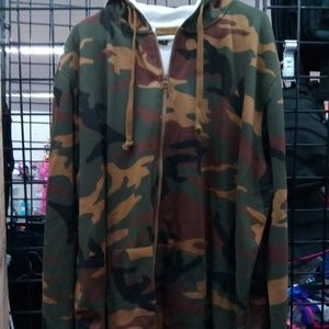 Men's Camoflage Insulated Hoodie.